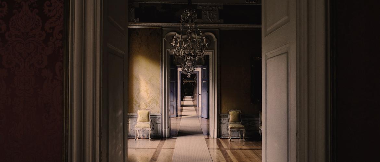 6 Ways to Decorate a Boring Hallway